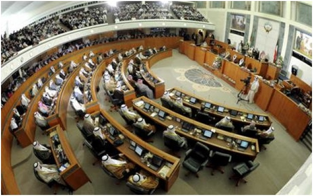 Kuwaiti parliament dissolves, setting stage for early poll