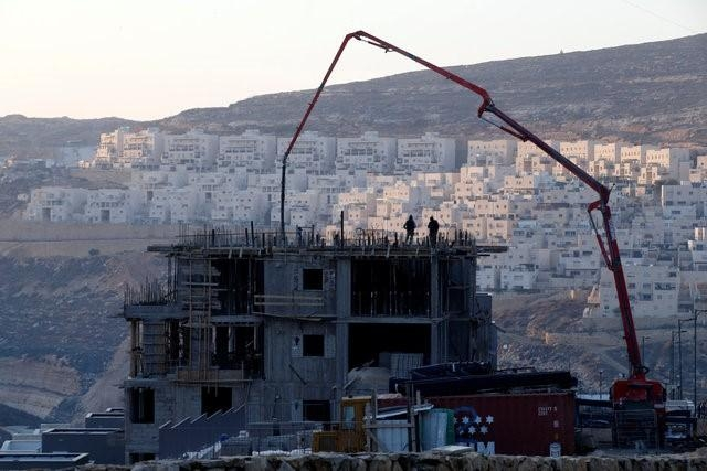 Council demands end to Israeli settlements, U.S. abstains